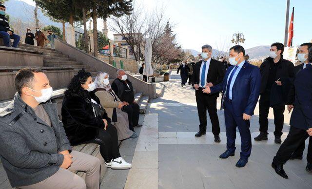 Amasya Valisi vatandaşları maske ve mesafe konusunda uyardı