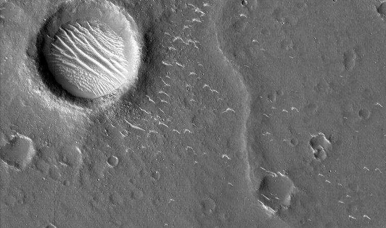 Çin'in uzay aracı Tianwen-1 Mars'ın ilk fotoğraflarını yayınladı