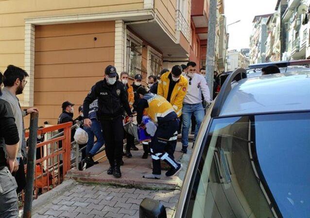 İstanbul'da koca, eşi ve çocuğuyla birlikte kendini eve kilitledikten sonra balkondan atladı