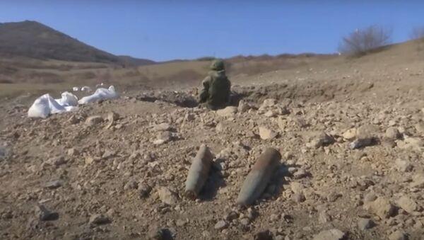 Rusya Savunma Bakanlığı Karabağ'daki patlayıcı maddelerin nasıl imha edildiğini gösterdi - Sputnik Türkiye