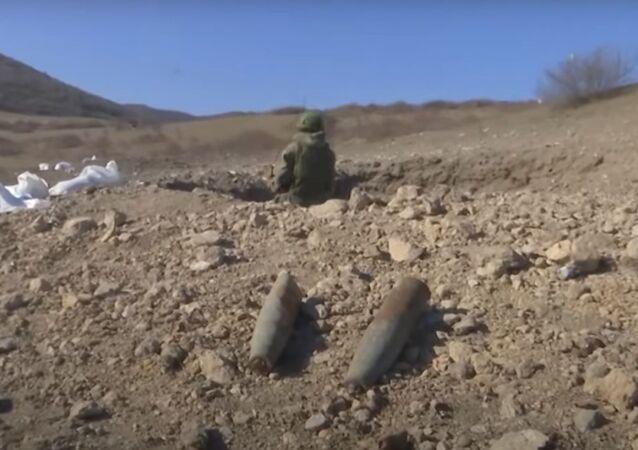 Rusya Savunma Bakanlığı Karabağ'daki patlayıcı maddelerin nasıl imha edildiğini gösterdi