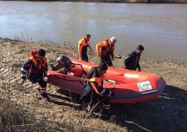 Edirne Cumhuriyet Başsavcılığı, Meriç Nehri'nde botun alabora olması sonucu hayatını kaybeden çocuk hakkında yapılan bazı paylaşımların gerçeği yansıtmadığı belirtildi.