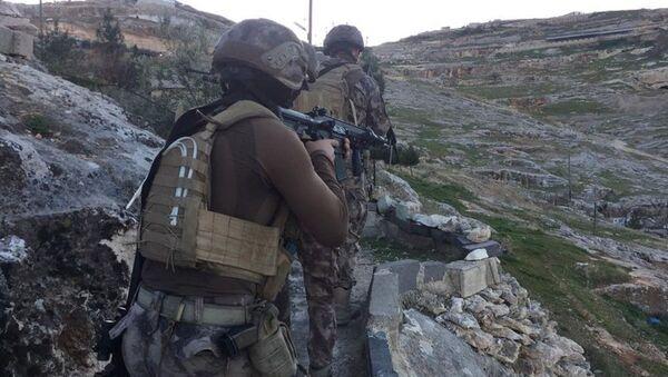 Şanlıurfa'da mağaraya baskın yapan polis kumarhaneyle karşılaştı: 29 gözaltı - Sputnik Türkiye