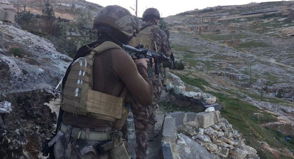 Şanlıurfa'da mağaraya baskın yapan polis kumarhaneyle karşılaştı: 29 gözaltı