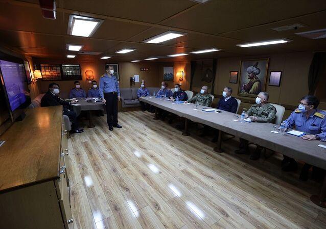 Milli Savunma Bakanı Hulusi Akar, beraberinde Genelkurmay Başkanı Orgeneral Yaşar Güler, Kara Kuvvetleri Komutanı Orgeneral Ümit Dündar, Deniz Kuvvetleri Komutanı Oramiral Adnan Özbal ve Hava Kuvvetleri Komutanı Orgeneral Hasan Küçükakyüz ile Mavi Vatan 2021 Tatbikatı'na katılmak üzere Çanakkale'ye geldi.
