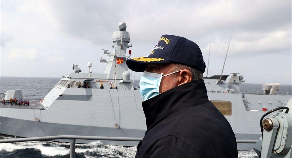 Milli Savunma Bakanı Hulusi Akar, Mavi Vatan 2021 Tatbikatı'na katılmak üzere Çanakkale'ye geldi.