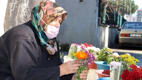 Çocuklarını çiçek satarak okutan anne  - Sputnik Türkiye