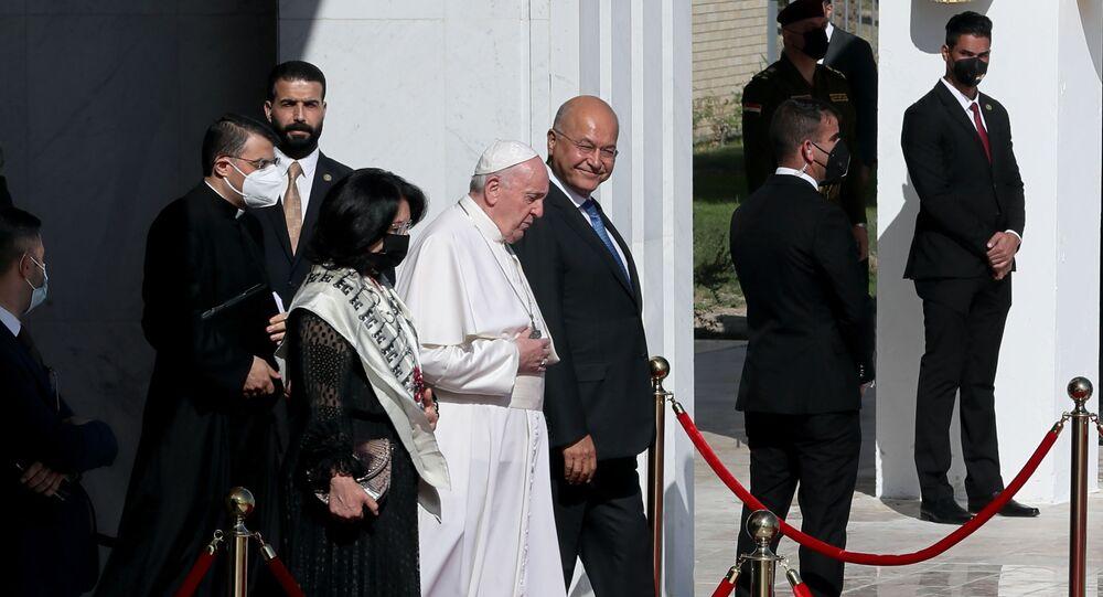 Tarihi ziyaretini tamamlayan Papa Bağdat'tan ayrıldı