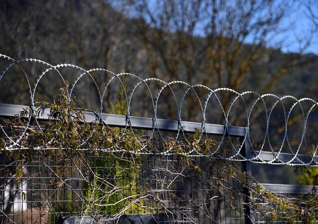 Fethiye`de hayvanlara zarar verdiği için bahçelere jiletli tel çekilmesi yasaklandı