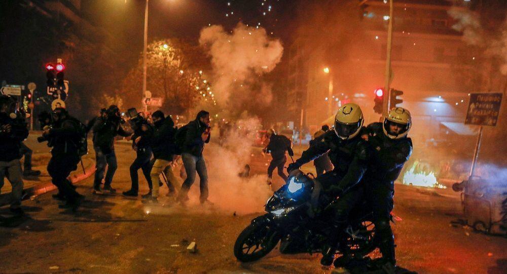 Atina-protesto