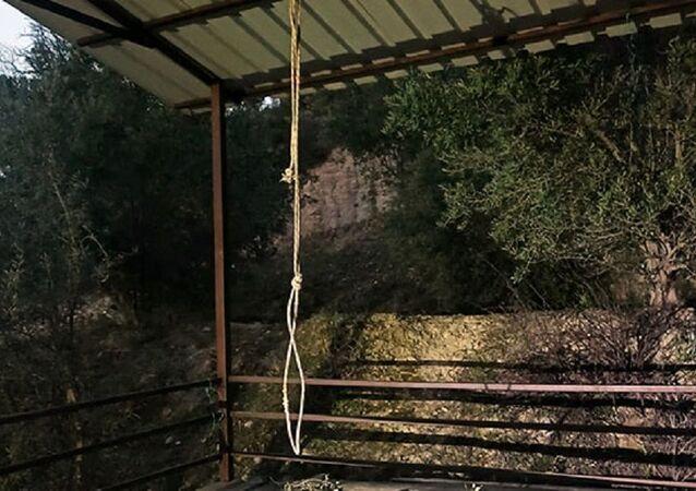 Antalya'da salıncak ipi boğazına dolanan çocuk öldü