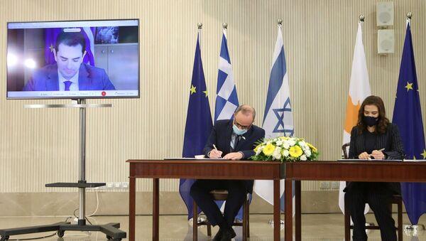 Güney Kıbrıs Enerji Bakanı Natasa Pilides - İsrail Enerji Bakanı Yuval Steinitz - Sputnik Türkiye