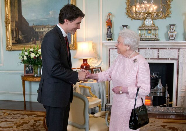 Kanada Başbakanı JustinTrudeau, Buckingham Sarayı'nda Kraliçe 2. Elizabeth tarafından kabul edilirken