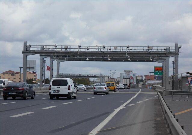 ızlı Geçiş Sistemi (HGS) ve Otomatik Geçiş Sistemi (OGS) - araba - yol