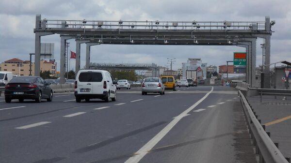 Hızlı Geçiş Sistemi (HGS) ve Otomatik Geçiş Sistemi (OGS) - araba - yol - Sputnik Türkiye