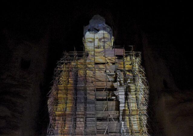 Sanal olarak üç boyutlu yeniden canlandıran 55 metre yüksekliğindeki Buda heykeli, Bamyan, Afganistan