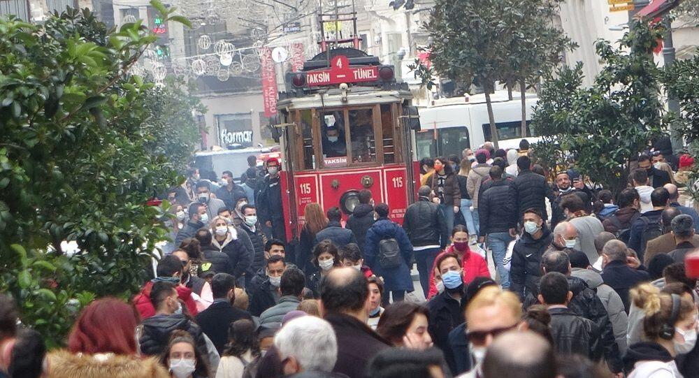 İstiklal Caddesi-koronavirüs- kalabalık