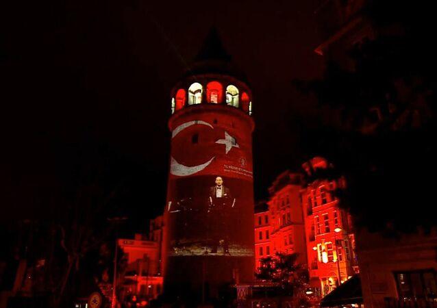 Galata Kulesi'nde İstiklal Marşı'nın 100. yılı gösterisi