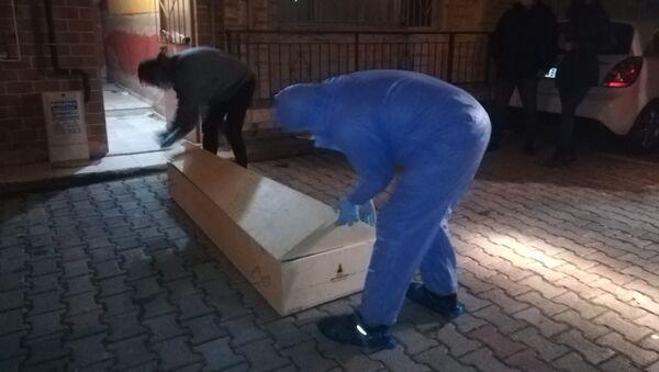 Trans birey çekyat içerisinde ölü bulundu - Sputnik Türkiye
