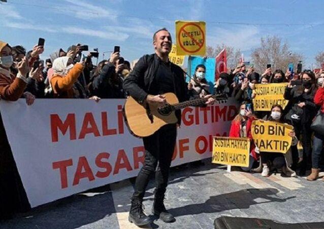 Haluk Levent, Ulus, atanamayan öğretmenler, protesto