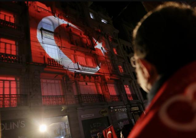 İstiklal Marşı'nın kabulünün 100. yılı ve Mehmet Akif Ersoy'u anma etkinliğine katılan İBB BaşkanıEkrem İmamoğlu, , İstiklal Marşı'mızın değerini daha iyi anlamak için belki de o günün şartlarını bir kez daha hatırlamalıyız. İşte bu şartlar altındayken 'Korkma…' diyerek başlar sözlerine büyük şair Mehmet Akif Ersoy dedi.