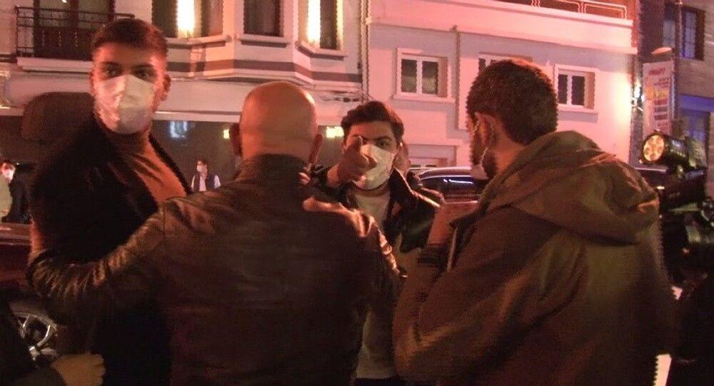 Beşiktaş Bebek'te, bir otelde kısıtlama saatinde parti yapıldığı ihbarı alan polis baskın yaptı. Yapılan baskında 80 kişiye ceza kesildi
