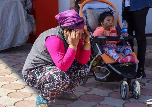 Kapkaççılar 2.5 yaşındaki bebeğin elinden cep telefonunu çaldı
