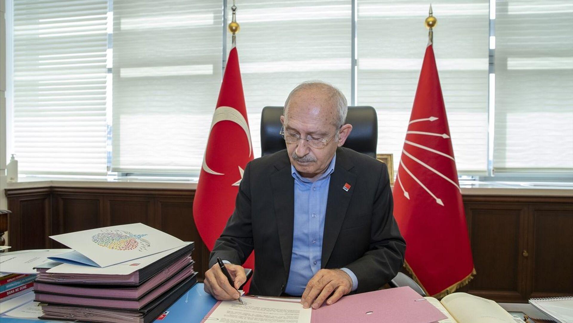 CHP lideri Kılıçdaroğlu, hayatını kaybeden sağlık emekçilerinin ailelerine mektup gönderdi. - Sputnik Türkiye, 1920, 12.04.2021