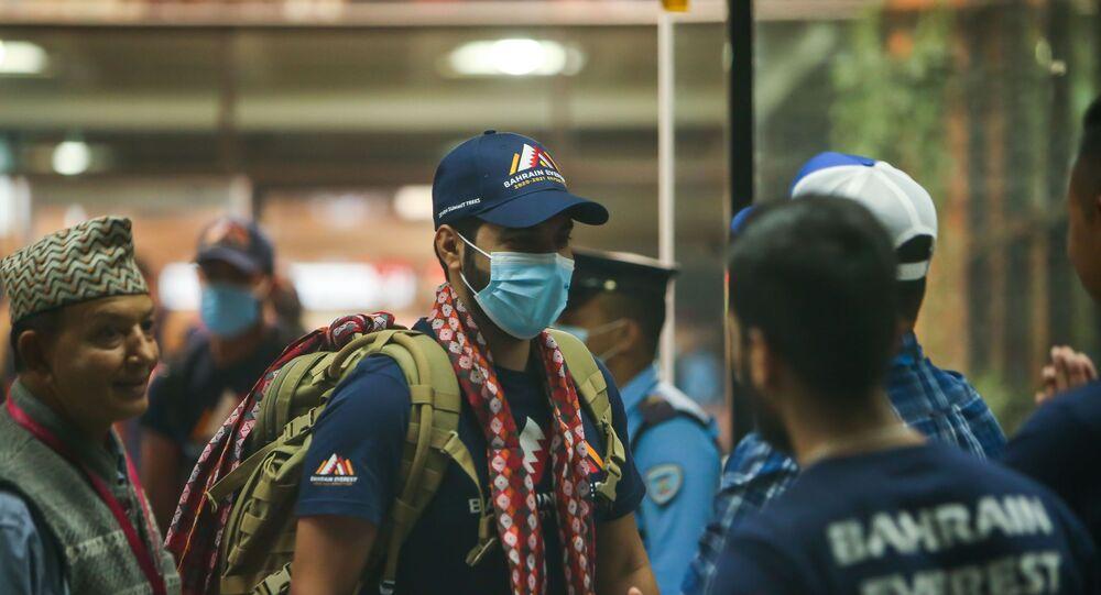 Bahreyn Prensi, Everest'e tırmanmak için Nepal'de