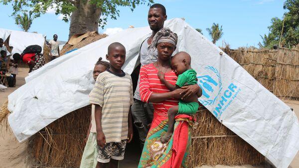 SavetheChildren'a konuşan ve adı Elsa olarak verilen 28 yaşındaki Mozambikli anne, İslamcı militanların baskını sırasında ormana kaçmaya çalıştıklarını belirtip Ama en büyük çocuğumu elimden alıp kafasını kestiler dedi. - Sputnik Türkiye