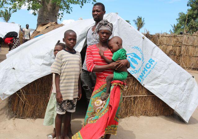 SavetheChildren'a konuşan ve adı Elsa olarak verilen 28 yaşındaki Mozambikli anne, İslamcı militanların baskını sırasında ormana kaçmaya çalıştıklarını belirtip Ama en büyük çocuğumu elimden alıp kafasını kestiler dedi.