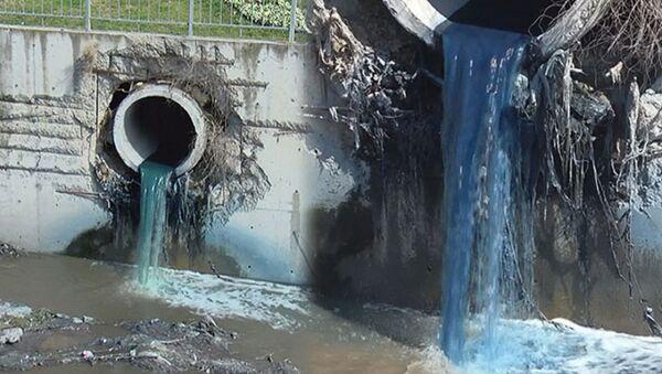 Esenyurt - kimyasal atık nedeniyle Haramidere mavi aktı. - Sputnik Türkiye