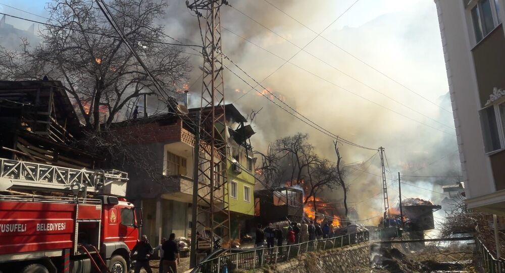 Artvin'in Yusufeli ilçesi Dereiçi köyünde yangın