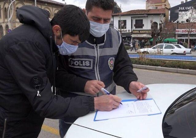 Çorum'da 6.kez maskesiz yakalanan kişi-maske cezası-polis