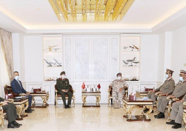 Katar ve Türkiye, askeri işbirliğini geliştirmenin yollarını görüştü