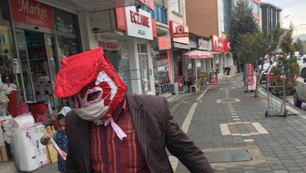 Yozgatlı vatandaş ve özel maskesi - Sputnik Türkiye