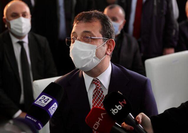 """İstanbul Büyükşehir Belediye (İBB) Ekrem İmamoğlu, yapımı tamamlanan Zeytinburnu'ndaki """"Abay Kunanbayoğlu Meydanı"""" açılış töreni öncesinde gazetecilerin gündeme ilişkin sorularını yanıtladı."""