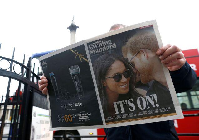 Prens Harry'nin Meghan Markle ile nişanlandıklarını açıklamasına dair London Evening Standard'ın başsayfa haberi