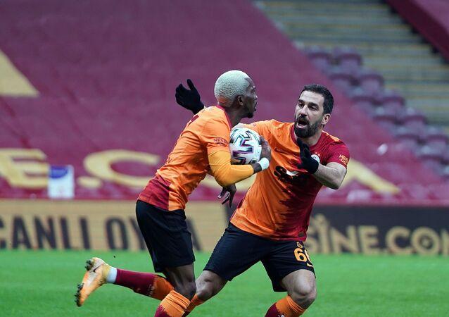 Galatasaray, Çaykur Rizespor mağlubiyetiyle Süper Lig'de 11 maç sonra sahasında yenildi.