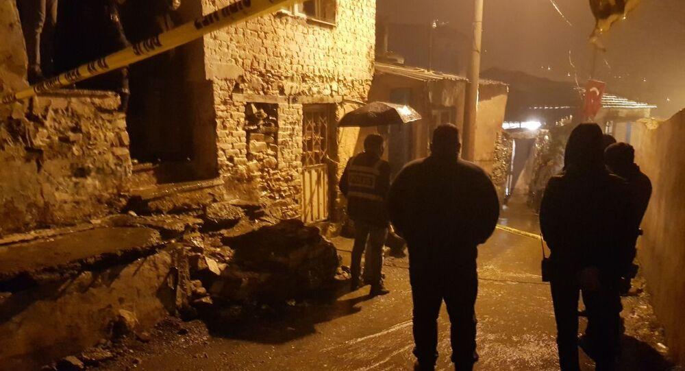 İzmir'de bir kişi karısını, kayınvalidesini ve bir akrabalarını öldürdü