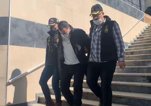 Eyüpsultan'da bankaya girerek bıçakla 90 bin liralık soygun yapan şüpheli, emniyetteki işlemlerinin ardından adliyeye sevk edildi. Soygun anı güvenlik kameralarına yansıdı.