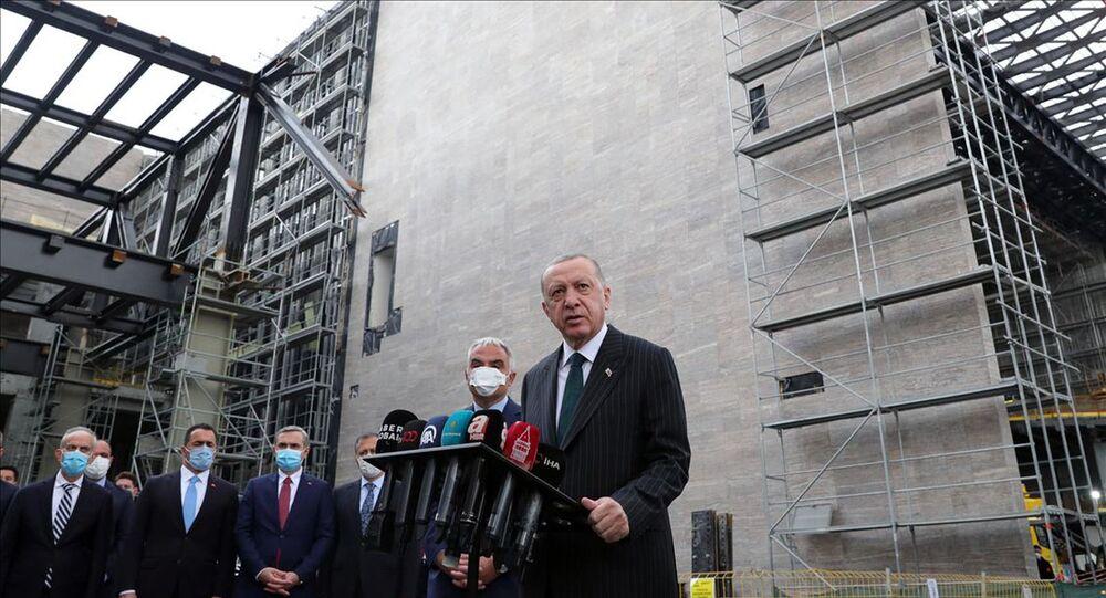 Cumhurbaşkanı Erdoğan, AKM'de incelemelerde bulundu