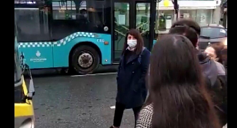 Sancaktepe'de yolcu kapasitesi dolan bir otobüs
