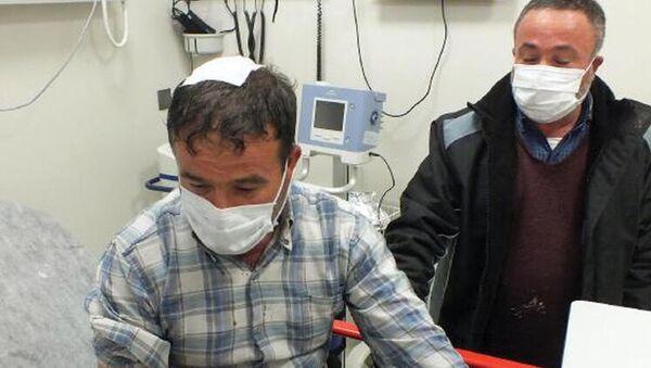 Ceviz büyüklüğünde yağan doludan aracını korumak isterken hastanelik oldu - Sputnik Türkiye