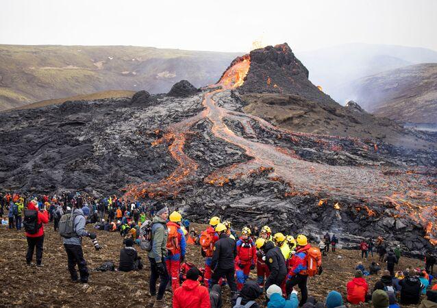 İzlanda'da Fagradals Yanardağı 900 yıl sonra patladı