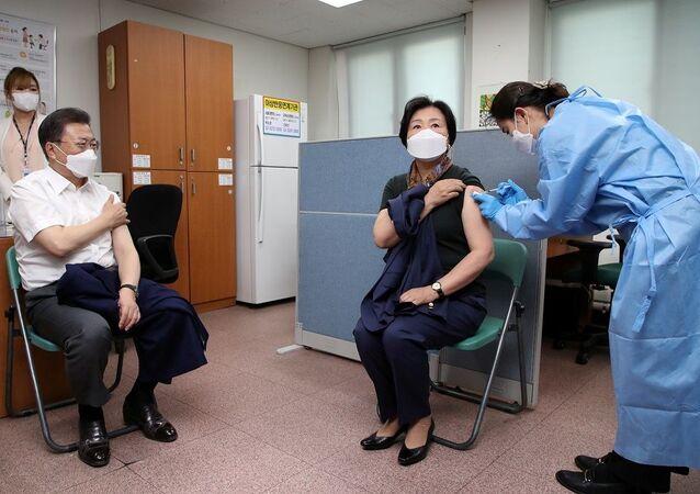 Güney Kore Cumhurbaşkanı Jae-in ve eşi koronavirüs aşısı oldu