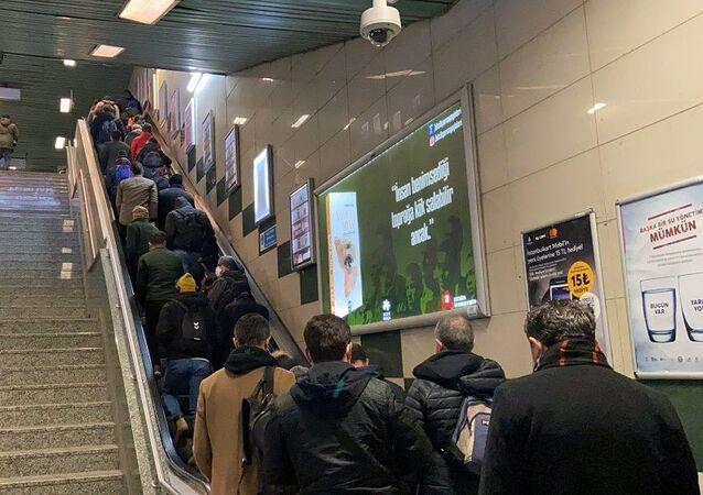 Yenikapı-Hacıosman metrosu- kalabalık