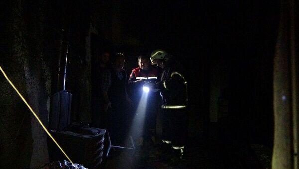 Benzinle sobayı yakarken ev alev aldı: 3'ü ağır 4 yaralı - Sputnik Türkiye