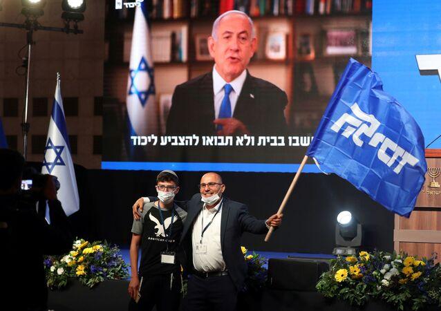 İsrailtelevizyonlarında yayınlanansandık çıkış anketlerinegöre, Başbakan Benyamin Netanyahu'nun partisi Likud, 33 milletvekili çıkararak seçimde birinci oldu.
