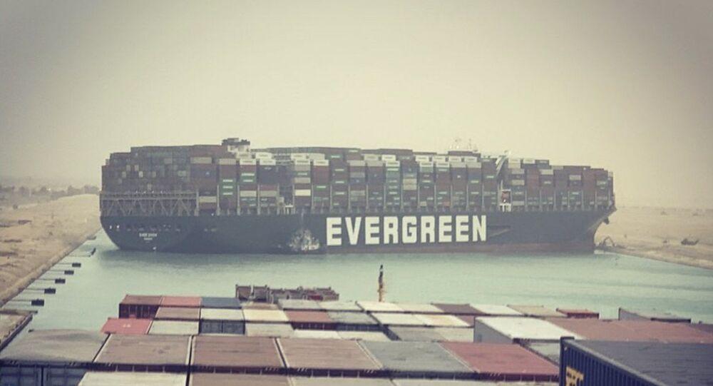 Süveyş Kanalı'nda gemi kazası sonucu duran deniz trafiği yeniden açıldı - Sputnik Türkiye